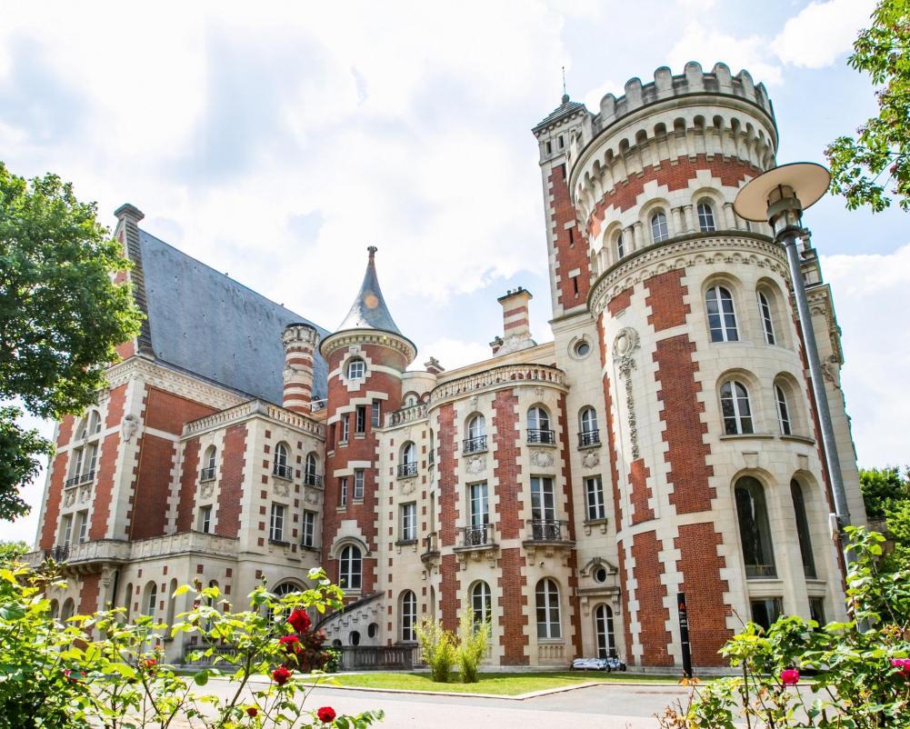 Château d'Hennemont, Lycée International